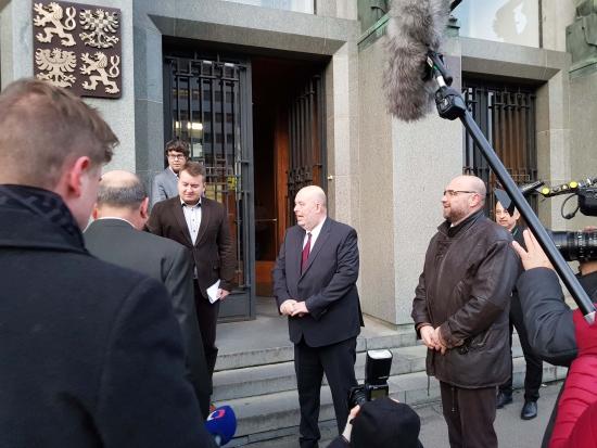Ministr Toman převzal petici za lepší krajinu s 56 tisíci podpisy