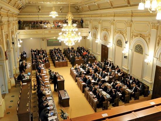 Co se děje v Poslanecké sněmovně?