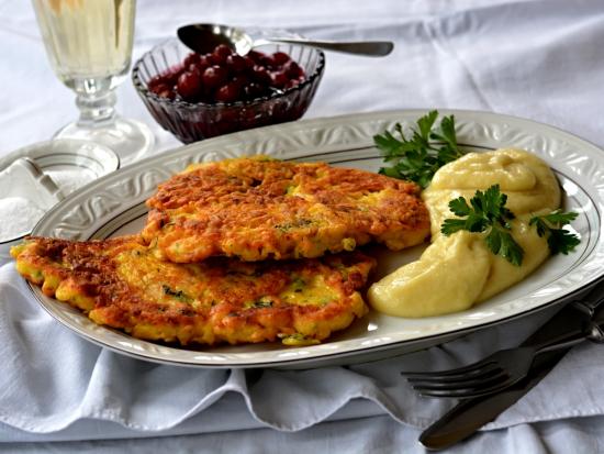 Srnčí řízky ve vinném těstíčku se sýrem s bramborovo-petrželovým pyré
